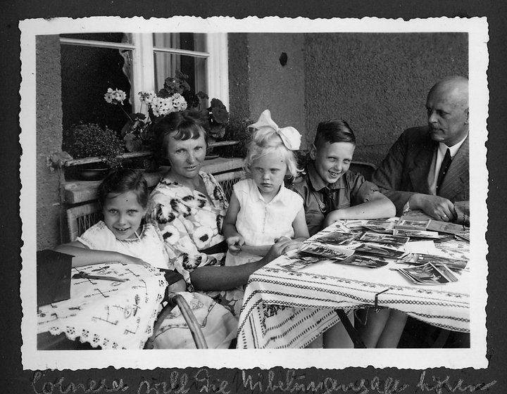 family story 45101german family album1.j