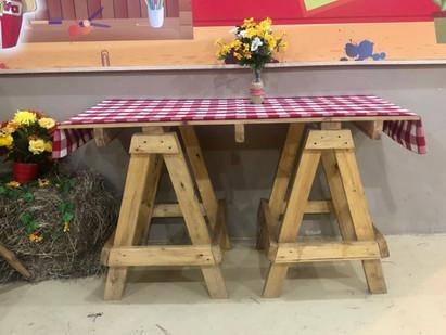 Mesa para fiestas temáticas de granja