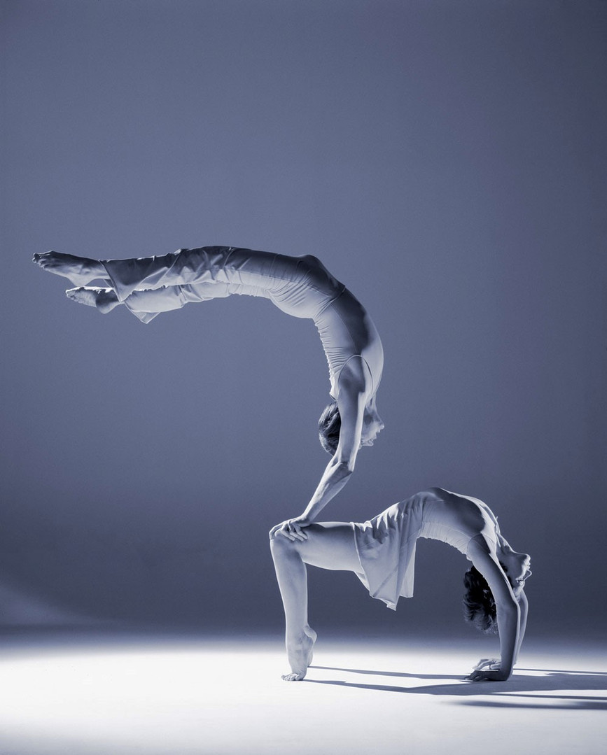 Hand auf Hand Akrobatik.jpg