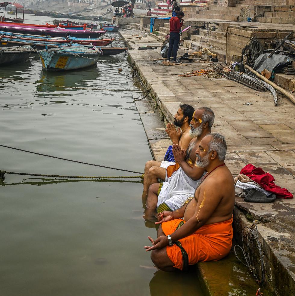 1197_Varanasi-3-Men-Prayer-Ganges_17-x-2