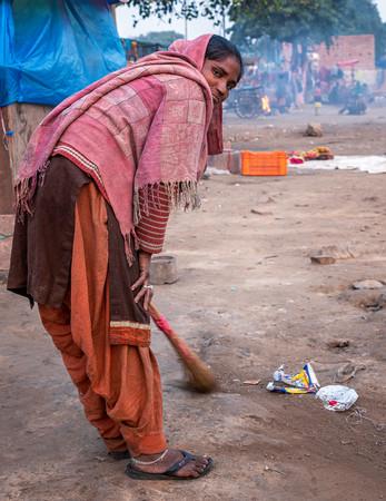 0646_Delhi Women Sweeping_COL_17 x 22.jp