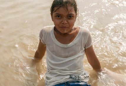 5146-_Goa-girl-in-water_RTP_22-x-17.jpg