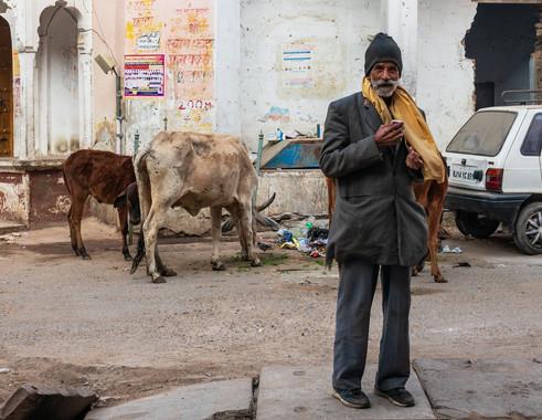 2818_Pushkar-Man-with-tea_COL_22-x-17.jp