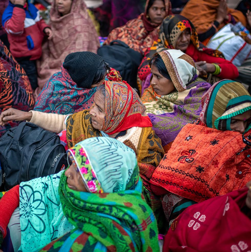0700_Varanasi-Cluster-of-Ladies_COL_22-x