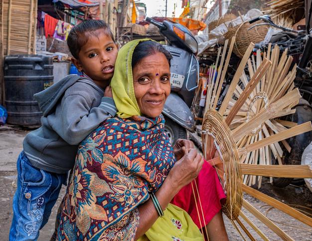 3097_Udaipur-mom&son-basketweav_COL_22-x