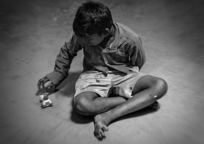 4830_Mumbai-Boy_B+W_Nov.1st_RTP_17-x-22.