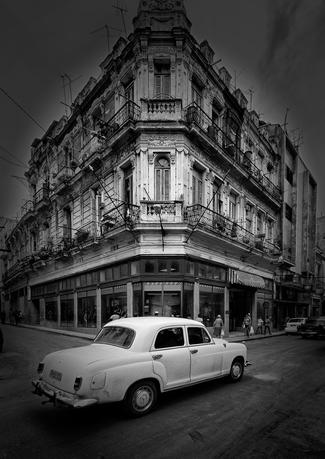 6745_PScc2019_Mstr_Havana white car_B+B_