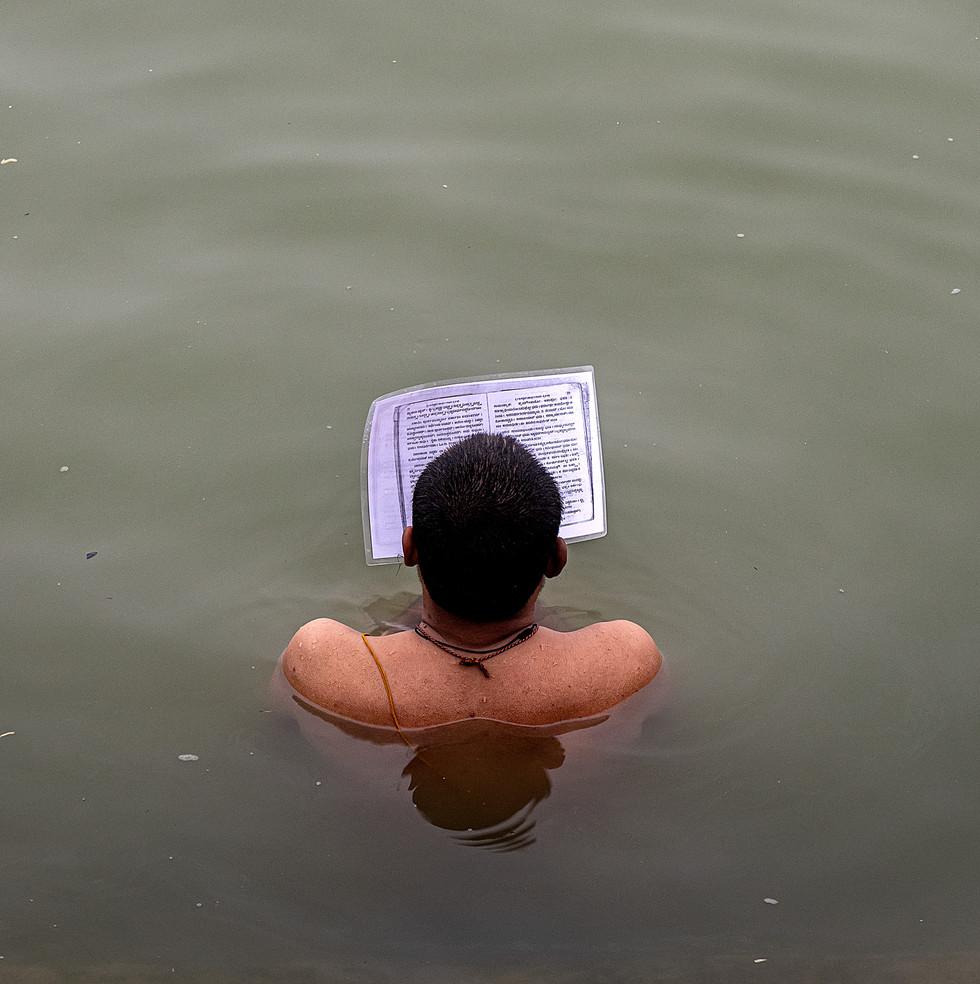 1037_Varanasi-Ganges-Bathing-(2)_COL_17-