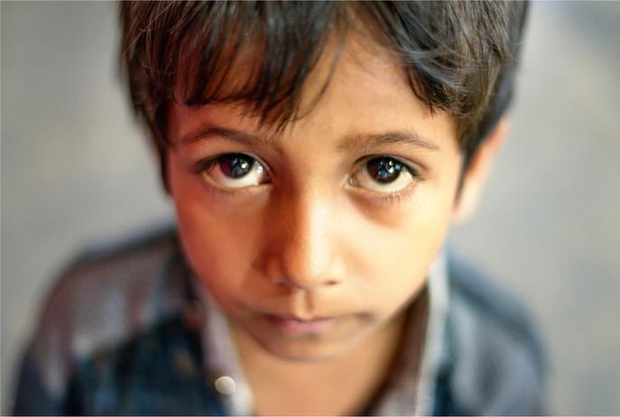 4705_Mumbai-boy-market_RTP_22-x-17.jpg
