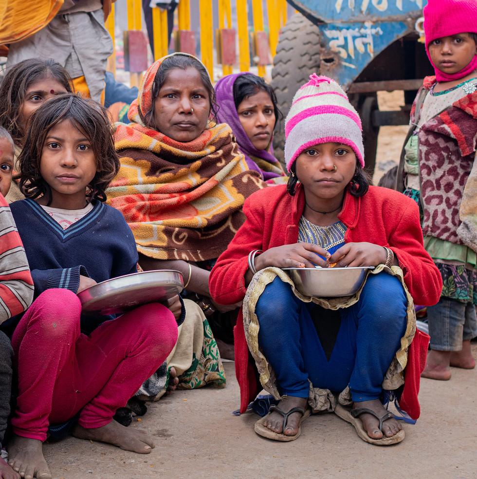 0955_Varanasi-Pilgrims-Girl_COL_22-x-17.