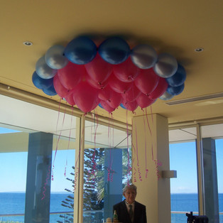 Link-o-loon ring with helium scatter ins