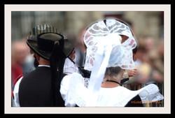 Coiffes Bretonnes et chapeaux ronds filets bleus (6)
