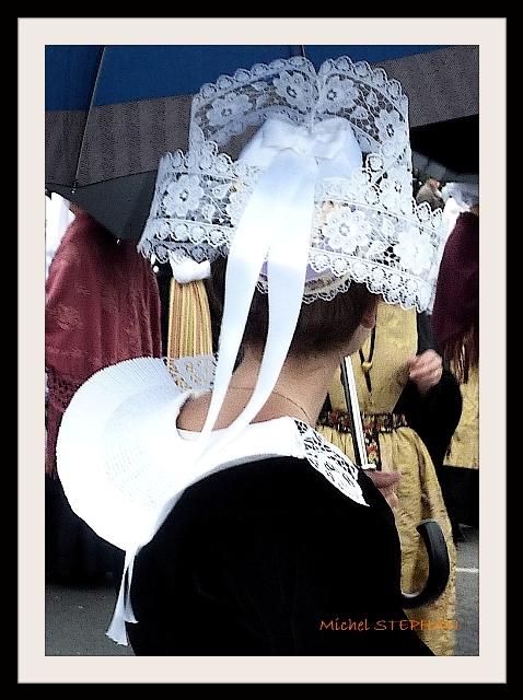 Coiffes Bretonnes et chapeaux ronds filets bleus (5)