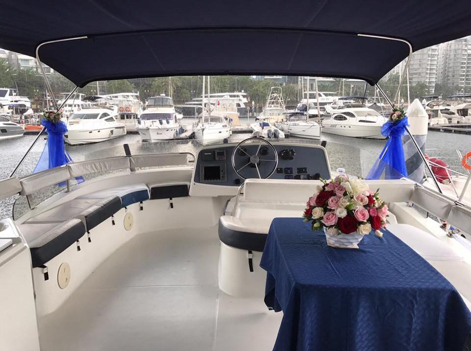 13559-entire-boat-room.jpg