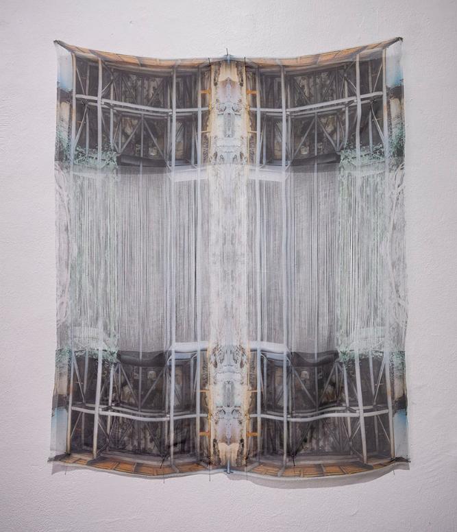 """Leyla Cardenas, """"Ressasser"""", 2018, Impression par sublimation sur tissu, 70 x 85 cm (courtesy galerie Dix9 Hélène Lacharmoise)"""