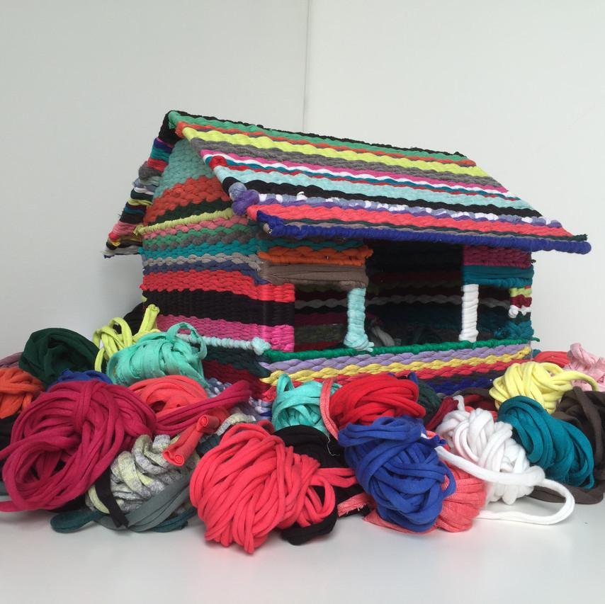 """Camila Salame, """"Cuna"""", 2015, Bandelettes de coton colorées et tissées à la main, Dimensions variables"""