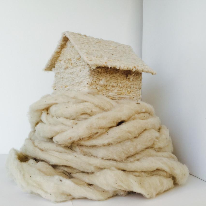 """Camila Salame, """"Sevrée (Weaned)"""", 2015, Laine vierge de mouton tissée à la main, H.55 x L.34 x P.40 cm"""