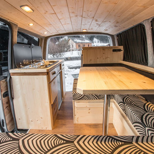 CAMPERVANS-MONT-BLANC-MB-3.3-compressor.
