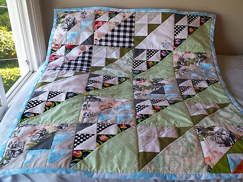 "Small ""Alice in Wonderland"" Ready-made Quilt"