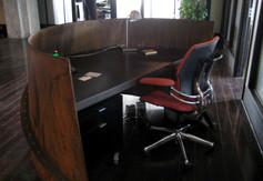 Bug-Editorial-desk_02.jpg