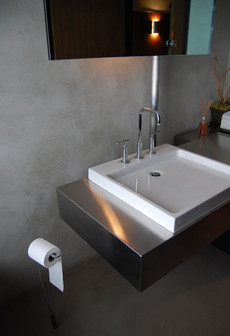 Bug-Bathroom_02.jpg