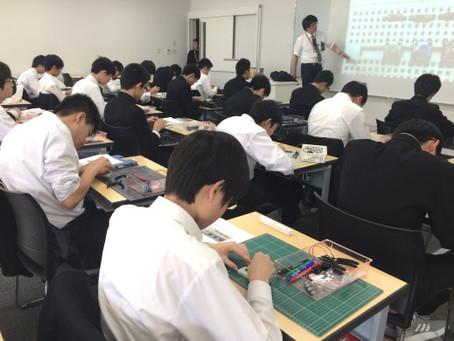 2018/10/24 啓明中学の上級学校訪問で電気電子工学科では模擬講義『電気モノづくり講座 ― 電子工作教室』を担当しました