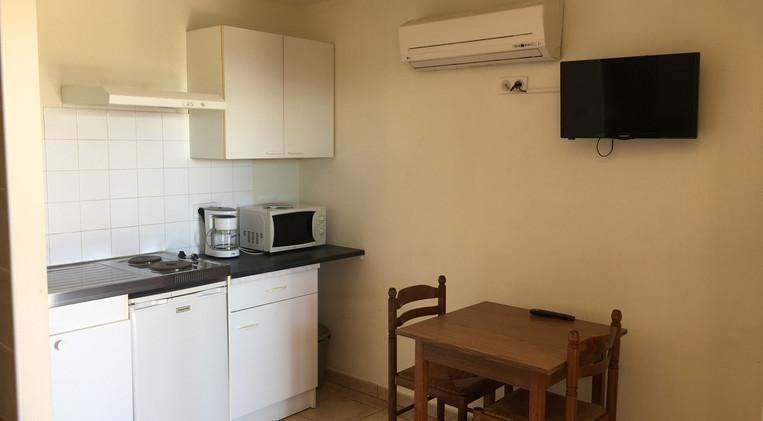 Cocina equipada en la habitación 5 del Hotel La Casa Nova