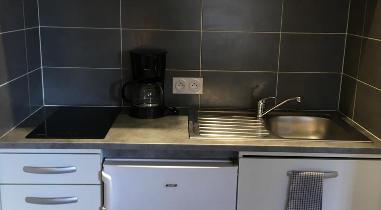 Kitchenette en habitación 10 del Hotel La Casa Nova
