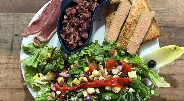 Salade gourmande du Restaurant Pizzéria du Fort de Salses