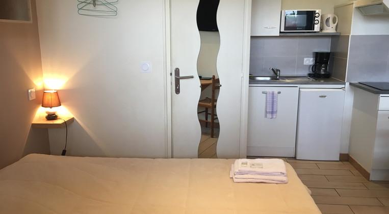 Habitación con cocina equipada en el Hotel La Casa Nova