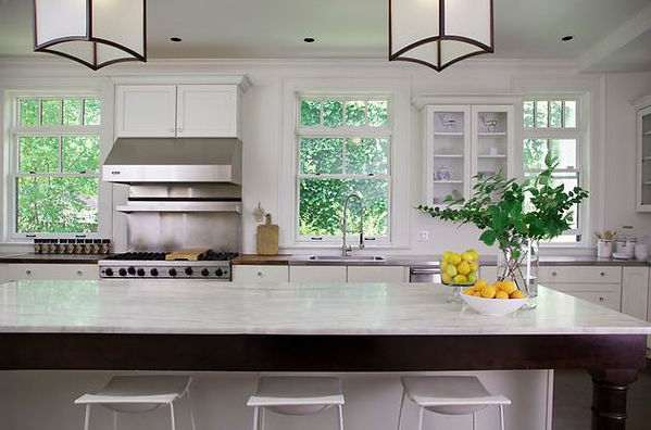 transitional kitchen, white kitchen counter, whte shaker cabinets, glass front kitchen cabinets, white stools, modern stools,