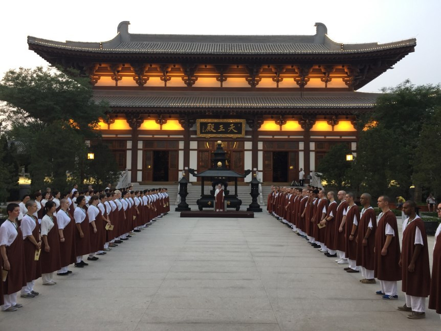 Students lined up in preparation for 88 Buddhas Repentance