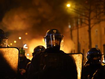 [PHOTOS] Ambiance tendue en réaction à la nuit de la honte