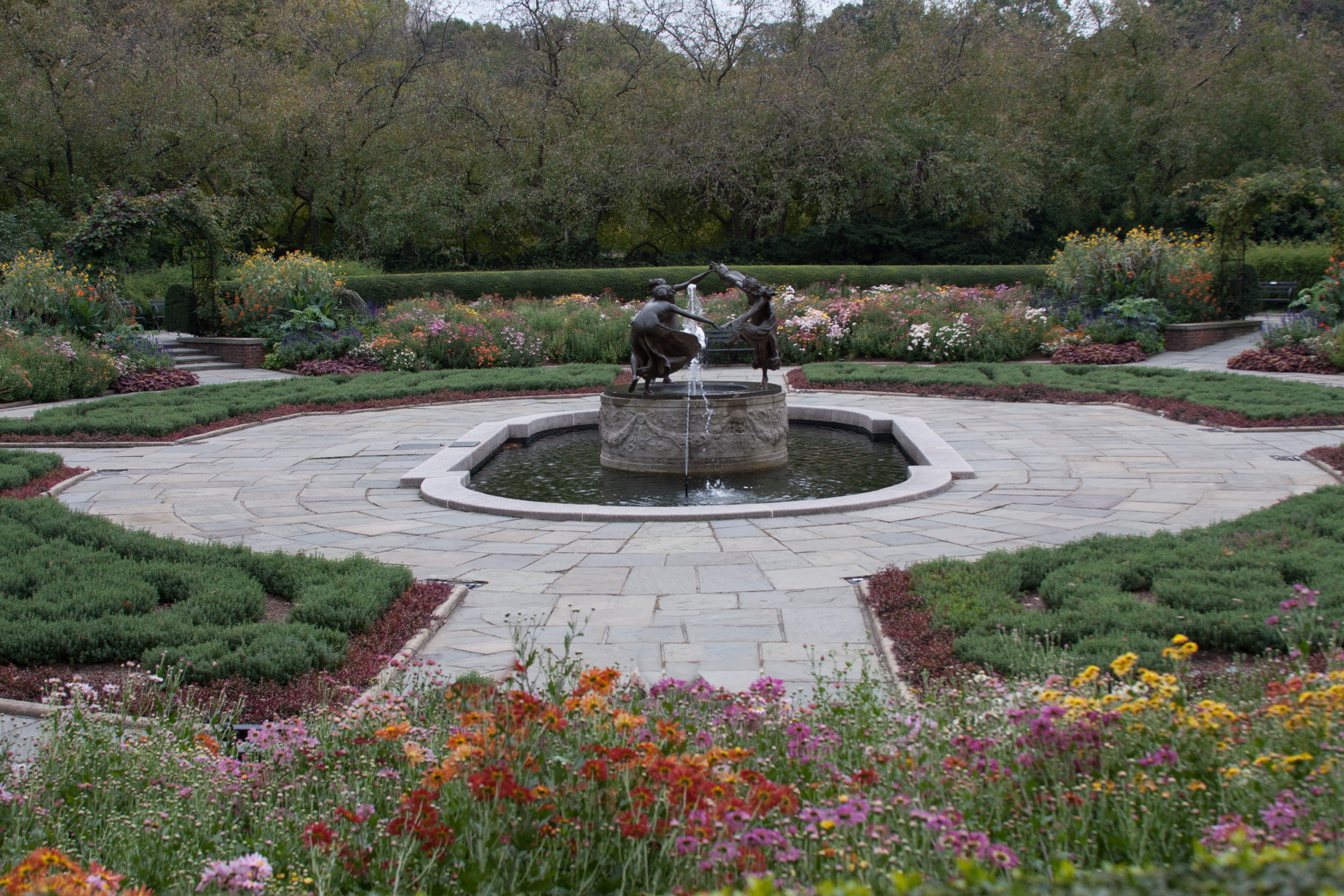 6402 Untermeyer Fountain