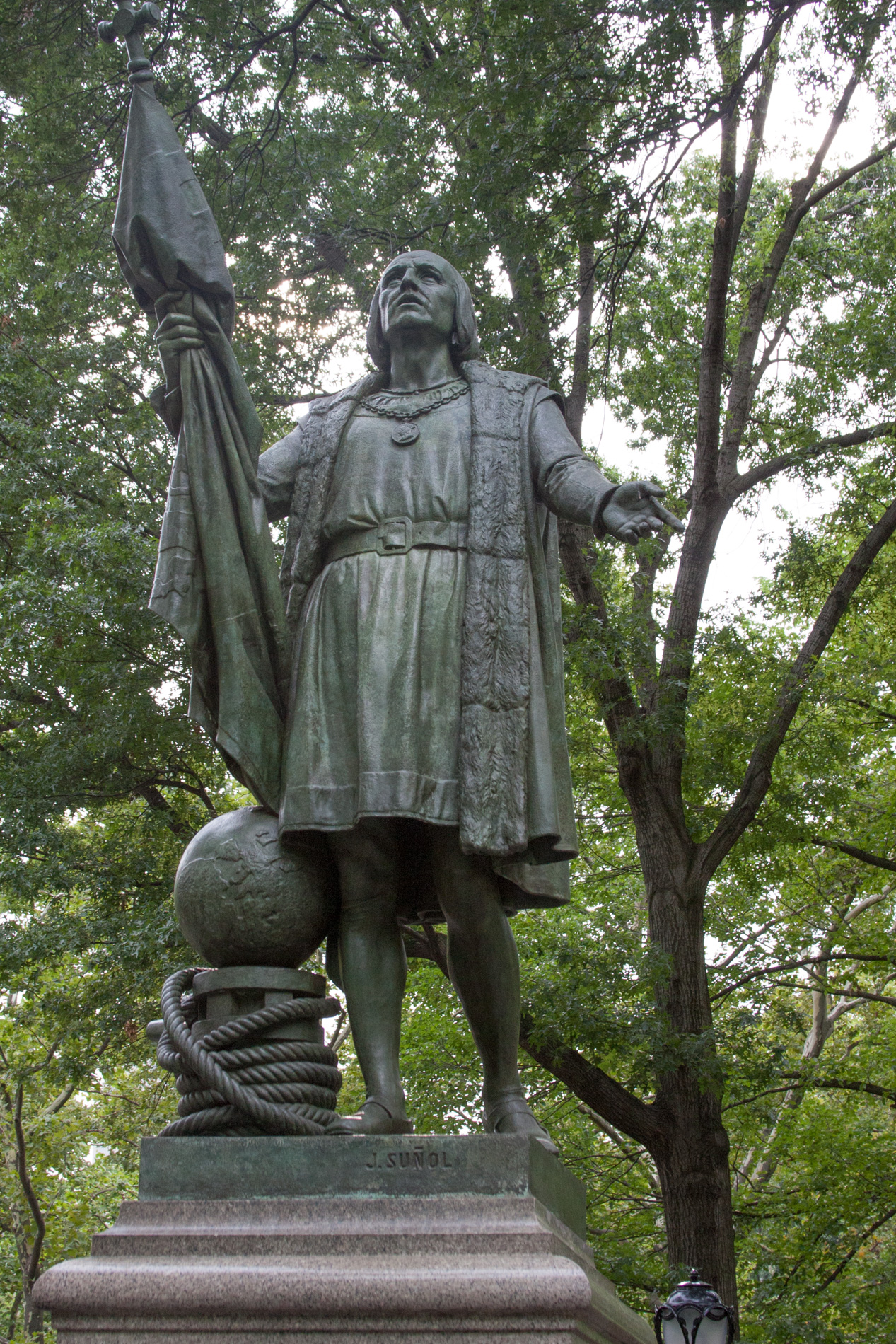 Columbus (on The Mall) [1601]