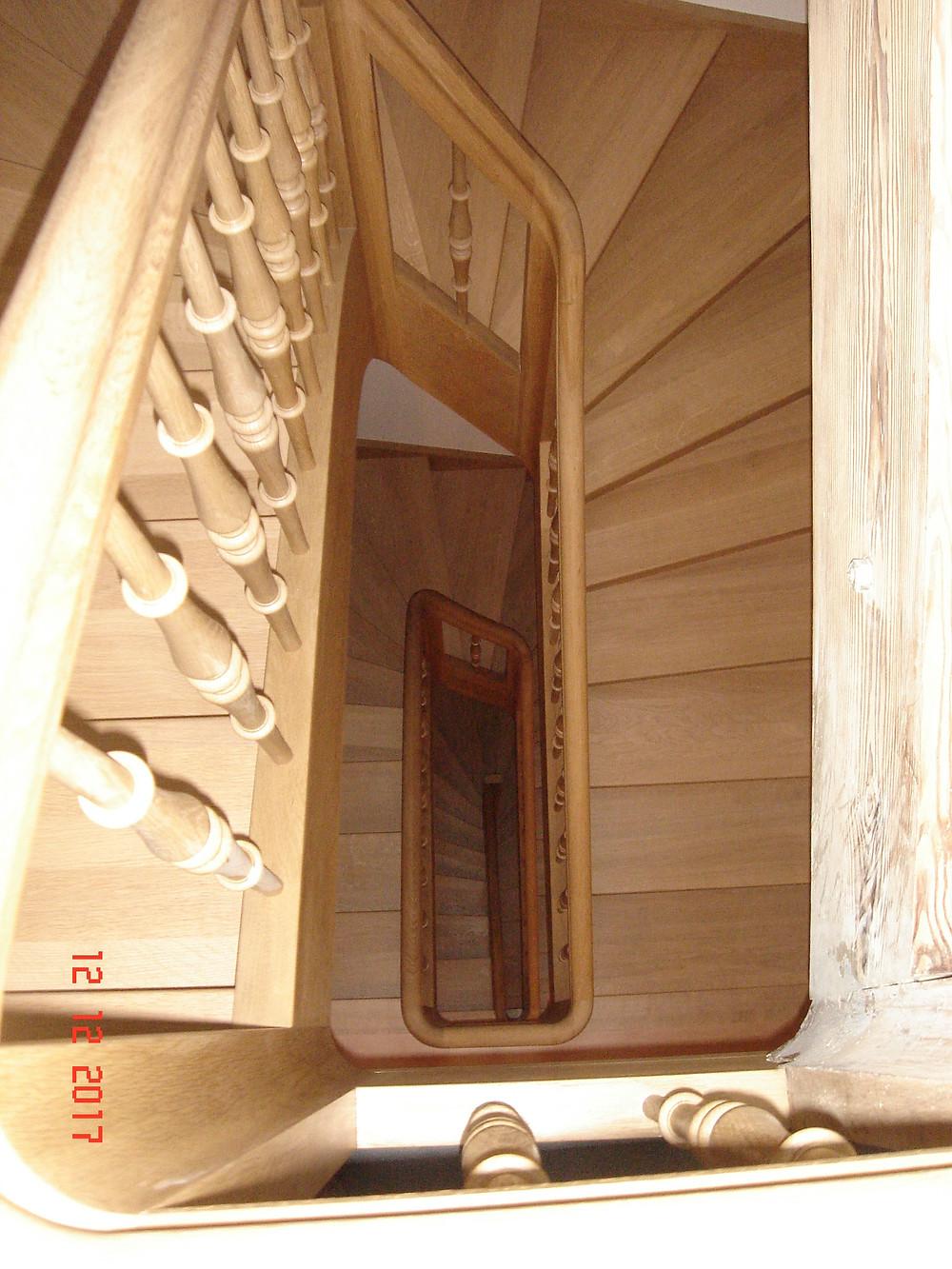 gewendelte Treppe in Eiche massiv