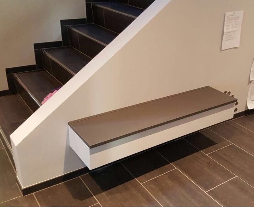 Treppe mit Sitzbank