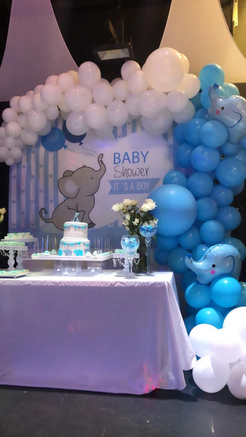 Blue and white balloons baby shower in a party venue in Kendall Miami