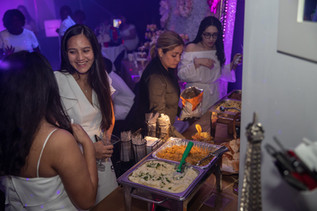 girls with snacks at sweet 16 party