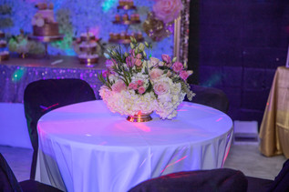 centerpiece with flowers for birthda party