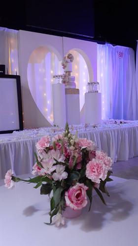 flower decoration for centerpiece at wedding