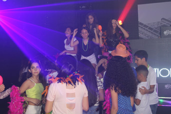 hora loca at teen party event venue