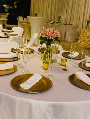 Golden and white table decoration for wedding