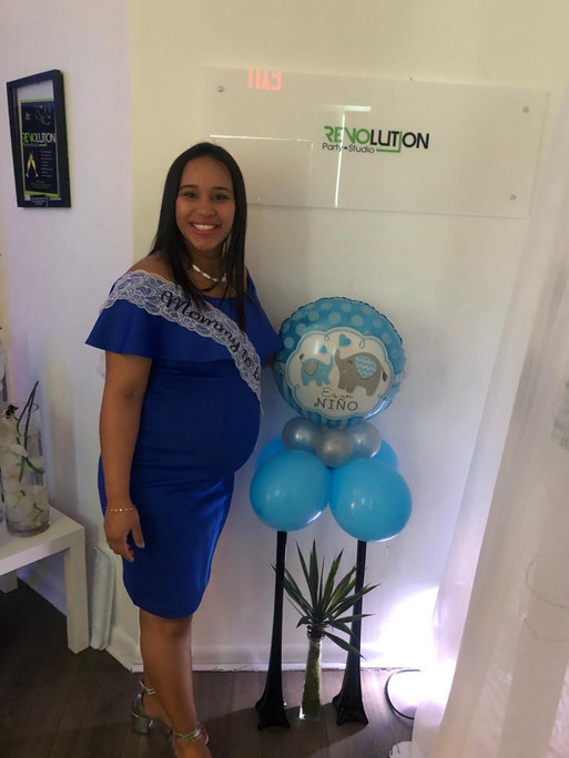 Pregnant woman blue and white balloons arrangement