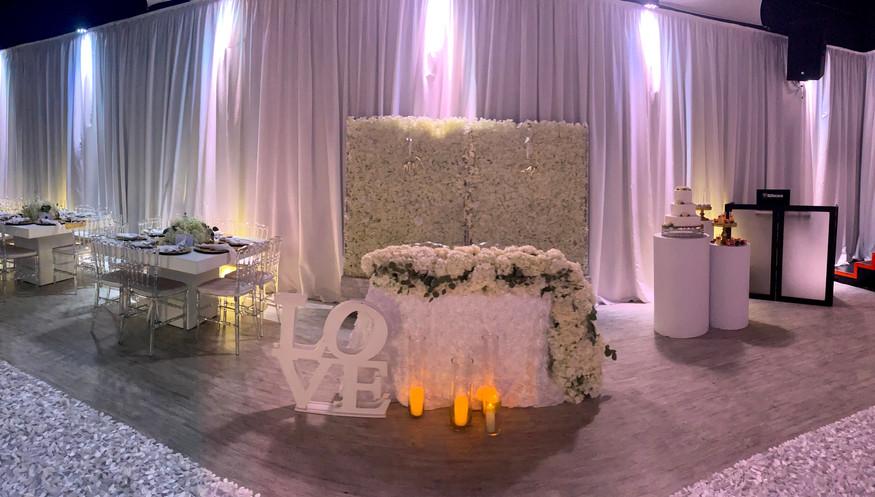 white flower arragement at banquet hall