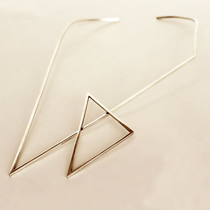DOUBLE TRIANGLE CHOKER