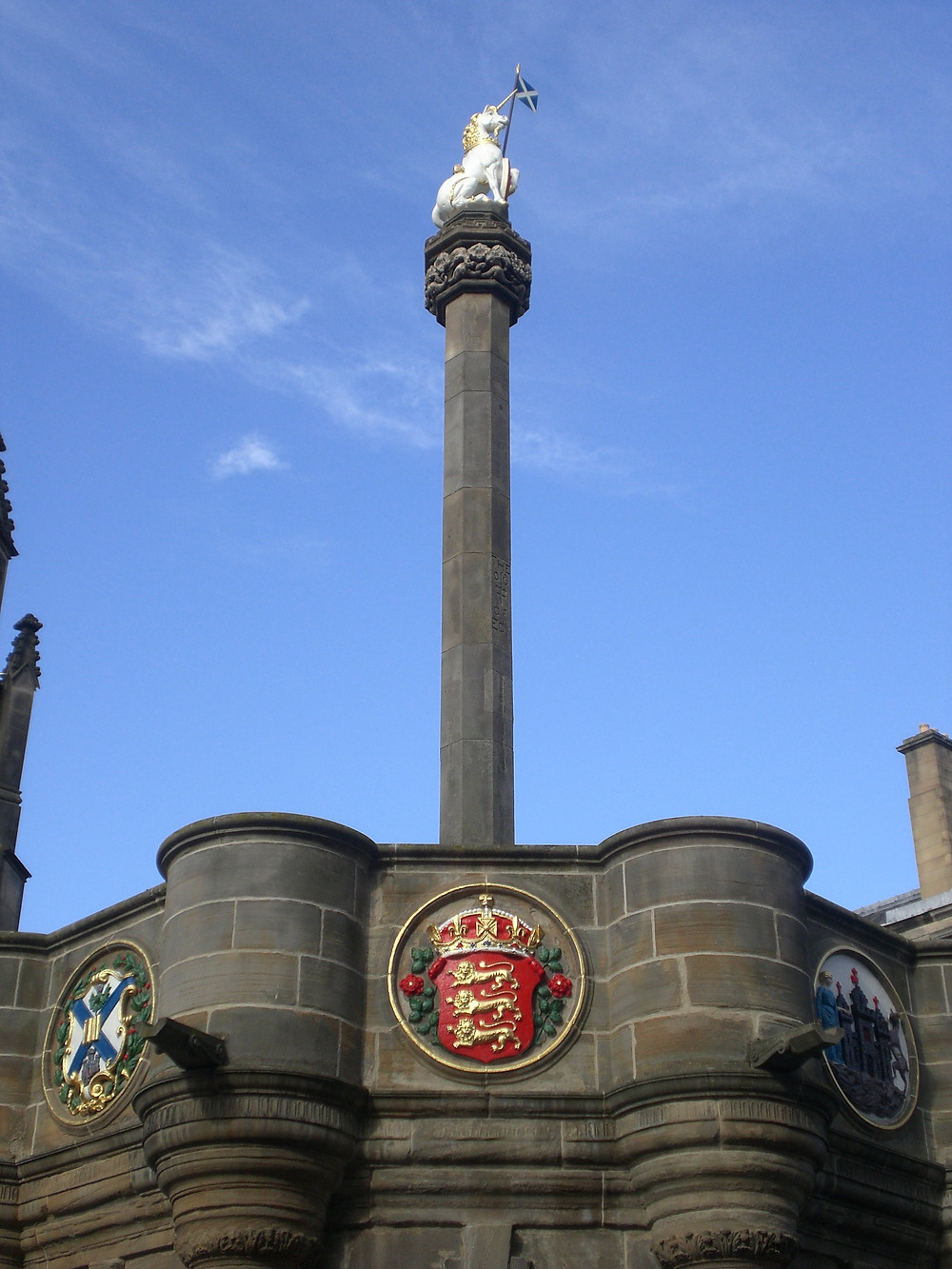 England's '3 Lions' on the Mercat Cross. Pic AFFG 6-10-18