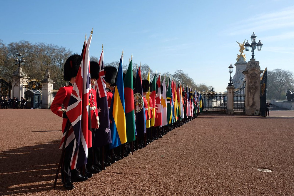 Coldstream Guards hold the flags of the Commonwealth at the CHOGM 19-4-18.