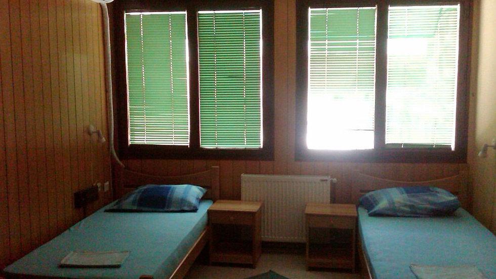 e.g., dvokrevetna-soba-hostel-palanka