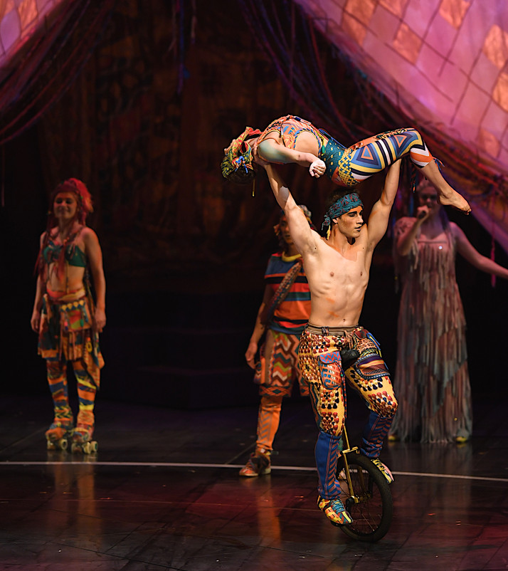 Cirque's Big Top Returns with 'Volta' | Jonathan Poretz sings Sinatra and Darin
